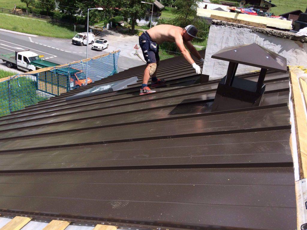 metāla jumta montāža